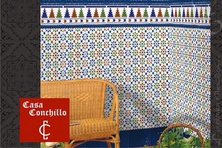 En casa conchillo azulejos sevillanos por para Azulejos patio