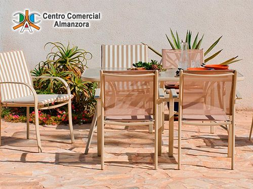 Fabuloso Conjunto Jardín Mesa + 4 Sillones por 179€. Centro Comercial Almanzora, hipermercados en Olula del Río